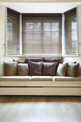 store de fenetre la fen tre en clair sur. Black Bedroom Furniture Sets. Home Design Ideas